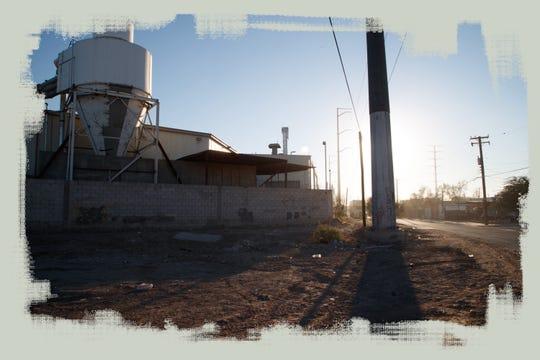 Smurfit Kappa y otras fábricas bordean la Colonia Satélite, una comunidad residencial en Mexicali.