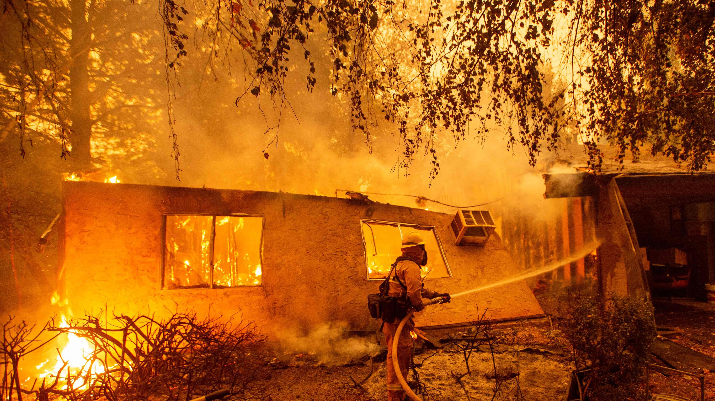 d7cf4aeacb California fires: Firefighter groups criticize Donald Trump's comments