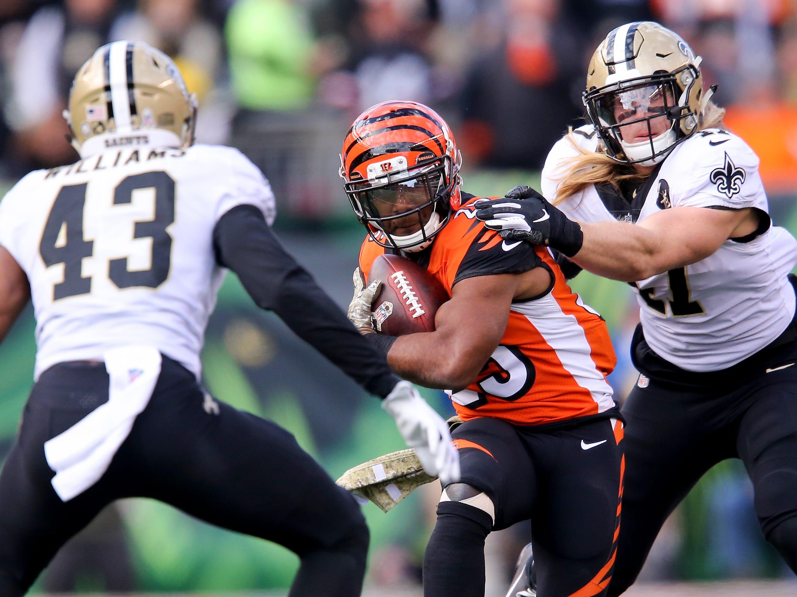 Cincinnati Bengals running back Giovani Bernard (25) carries the ball in the second quarter of a Week 10 NFL game between the New Orleans Saints and the Cincinnati Bengals, Sunday, Nov. 11, 2018, at Paul Brown Stadium in Cincinnati.