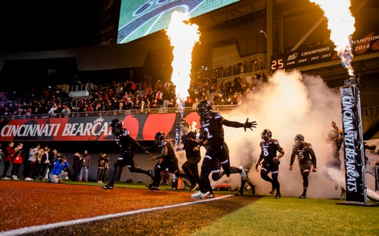 Ncaa Football Cincinnati Bearcats South Florida Bulls