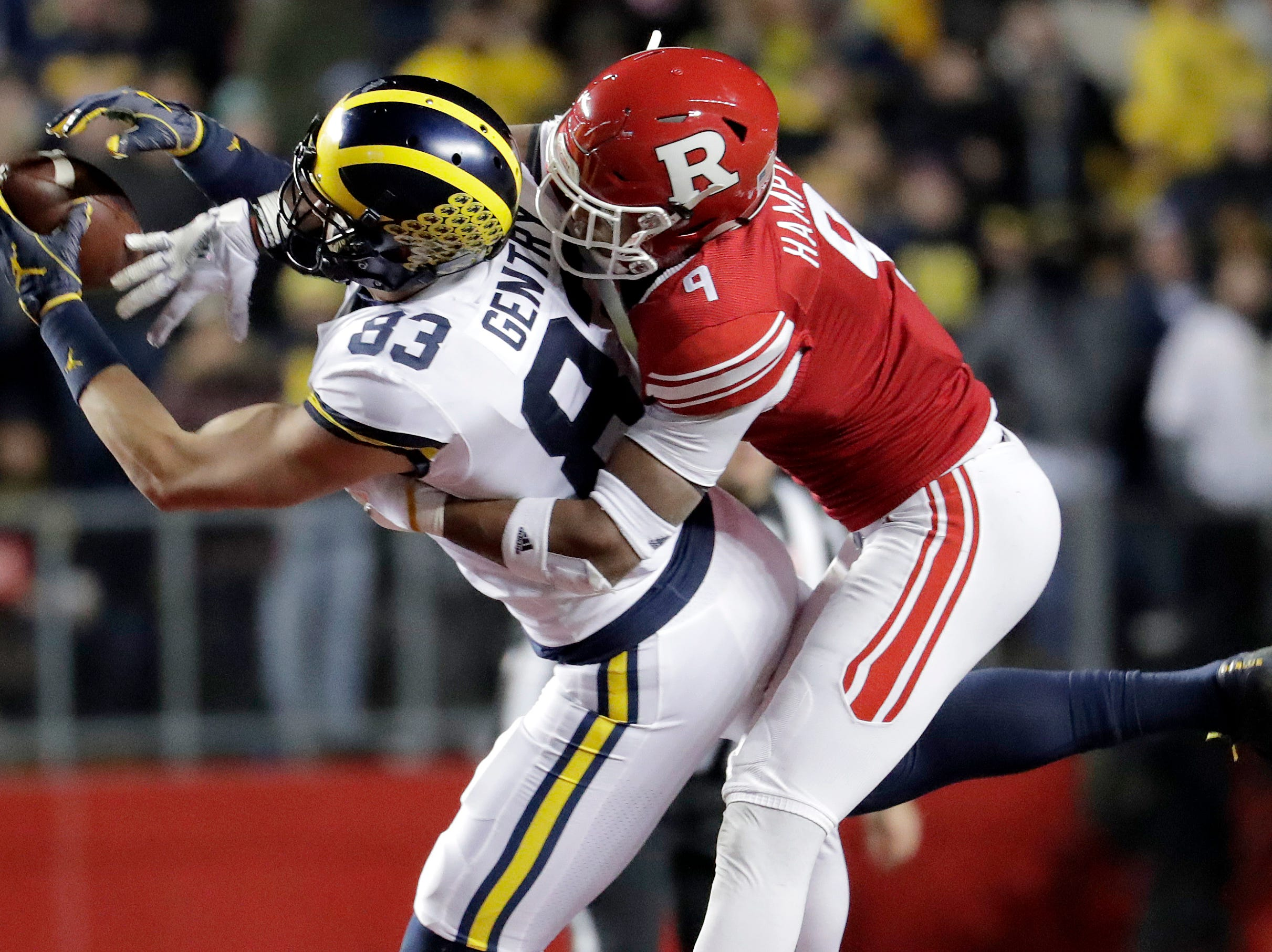 Michigan tight end Zach Gentry makes a catch as Rutgers defensive back Saquan Hampton defends.