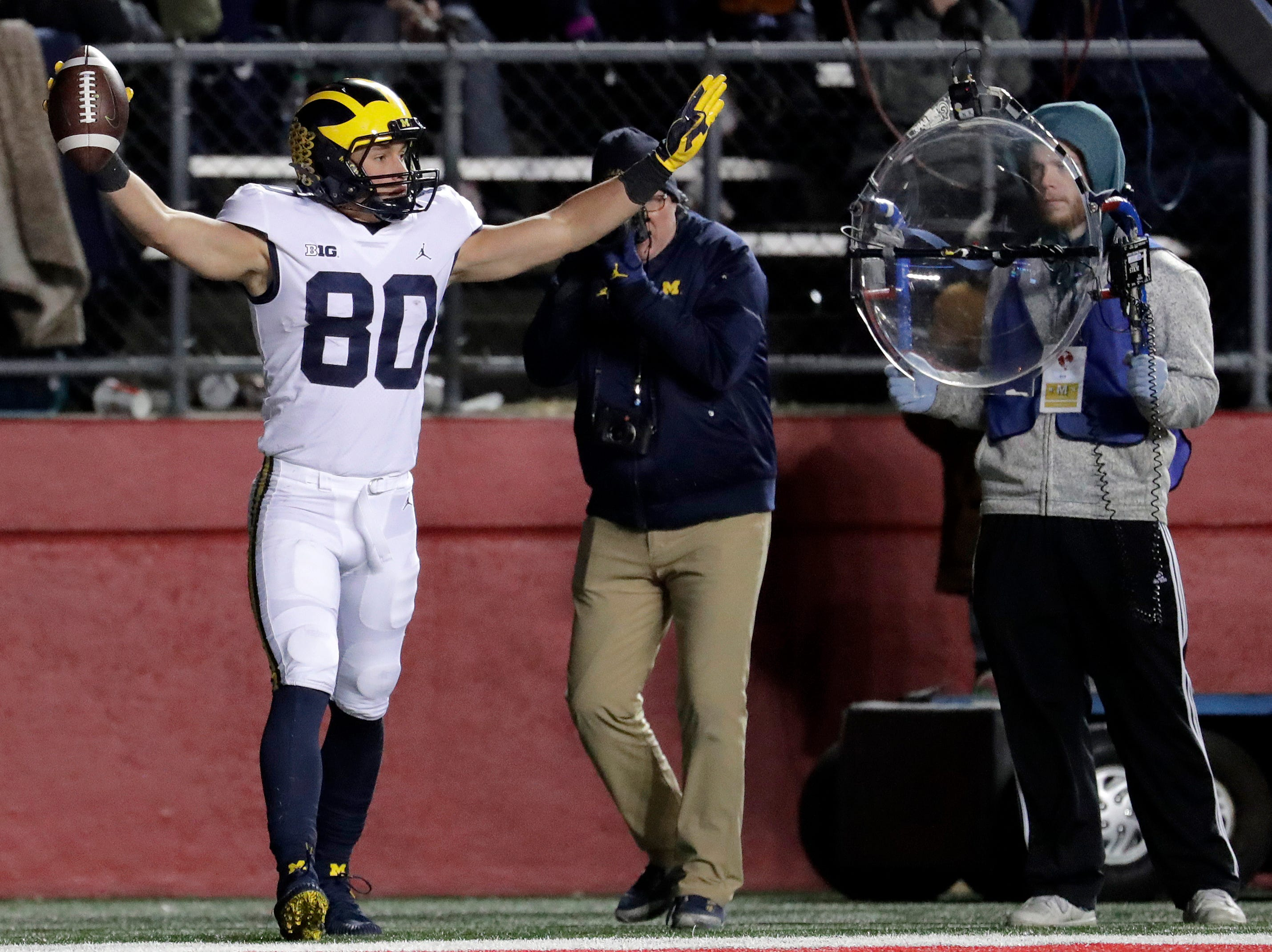 Michigan wide receiver Oliver Martin celebrates his touchdown on a pass from quarterback Shea Patterson.