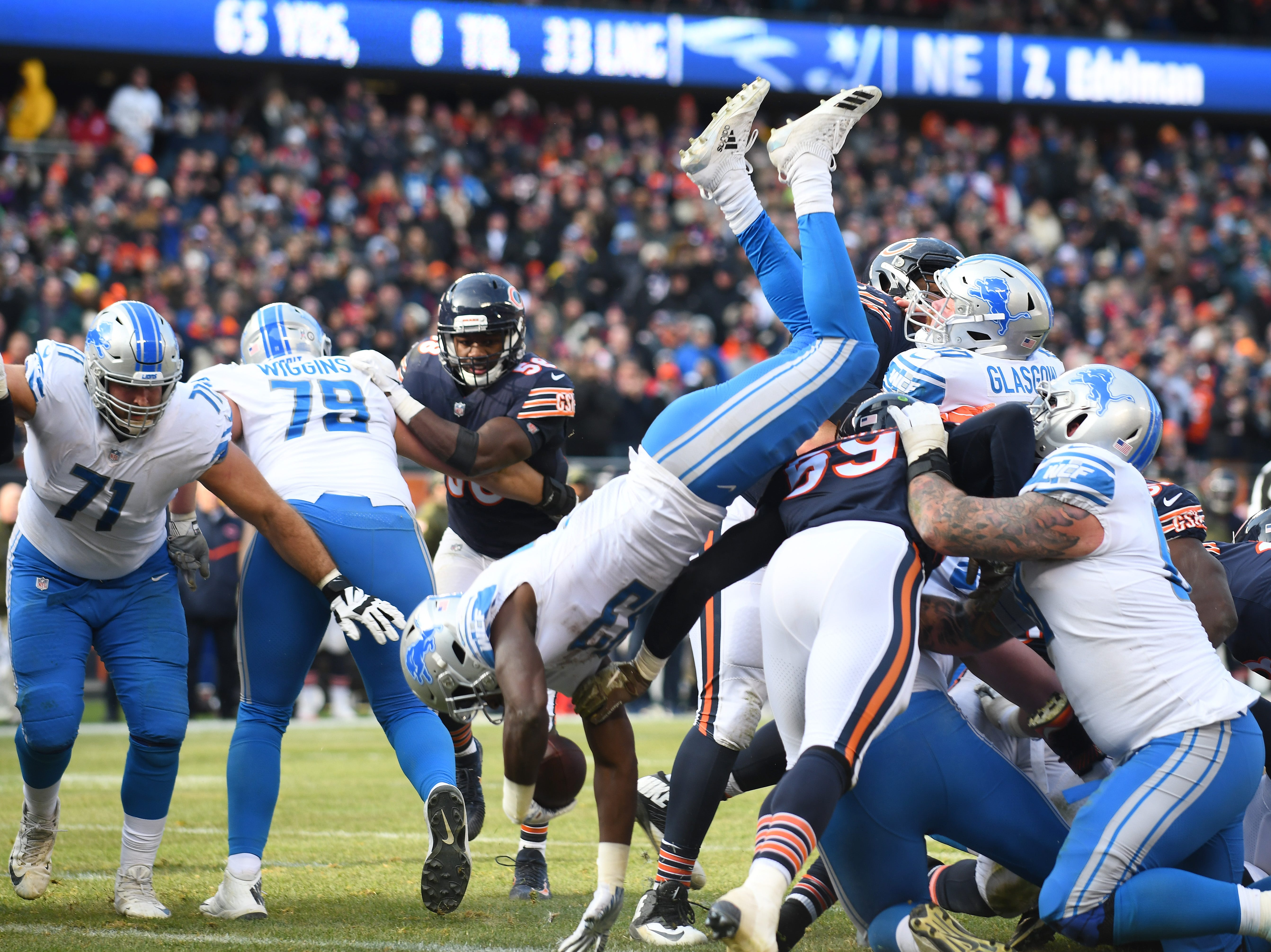 Lions running back Kerryon Johnson goes over the top for a touchdown, the only Detroit score of the 1st half, near the end of the second quarter.