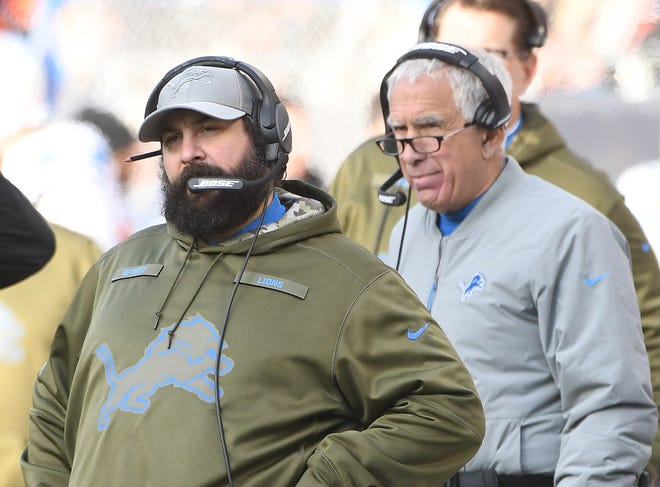 Lions head coach Matt Patricia and defensive coordinator Paul Pasqualoni watch from the sidelines in the fourth quarter on Sunday.