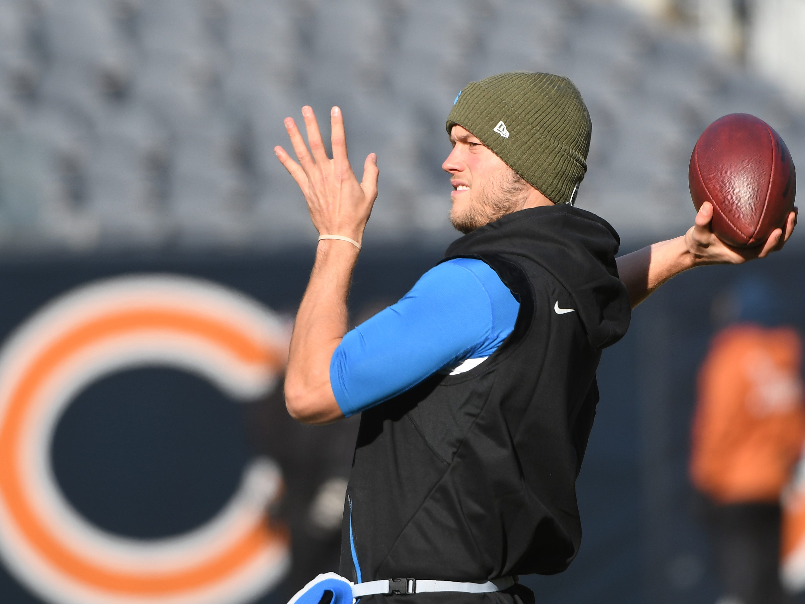 Lions quarterback Matthew Stafford warms up in the cold at Soldiers Field before Detroit takes on the Chicago Bears in Chicago, Illinois on November 11, 2018.
