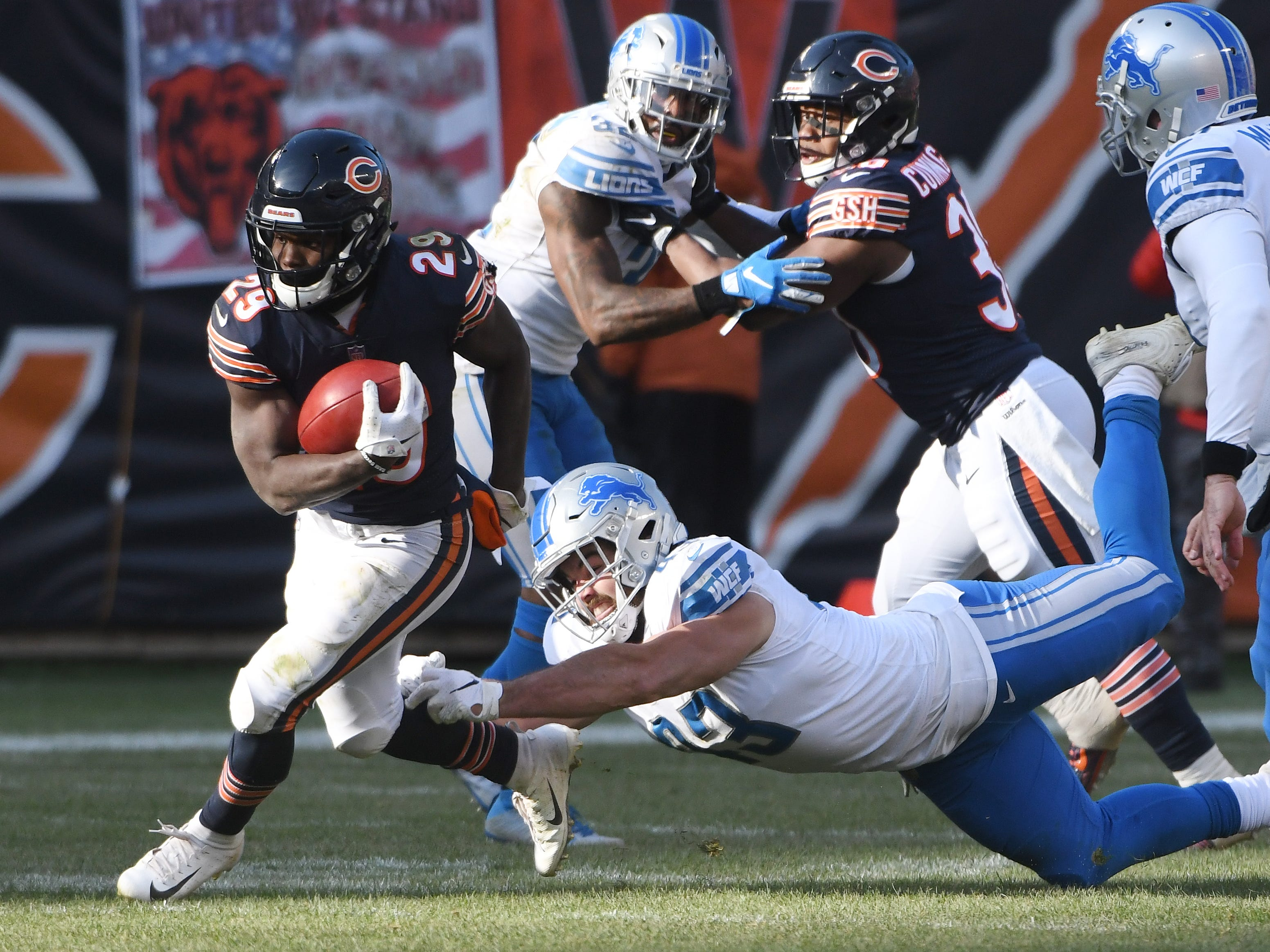 Lions' Nick Bellore tries to bring down Bears running back Tarik Cohen in the third quarter.