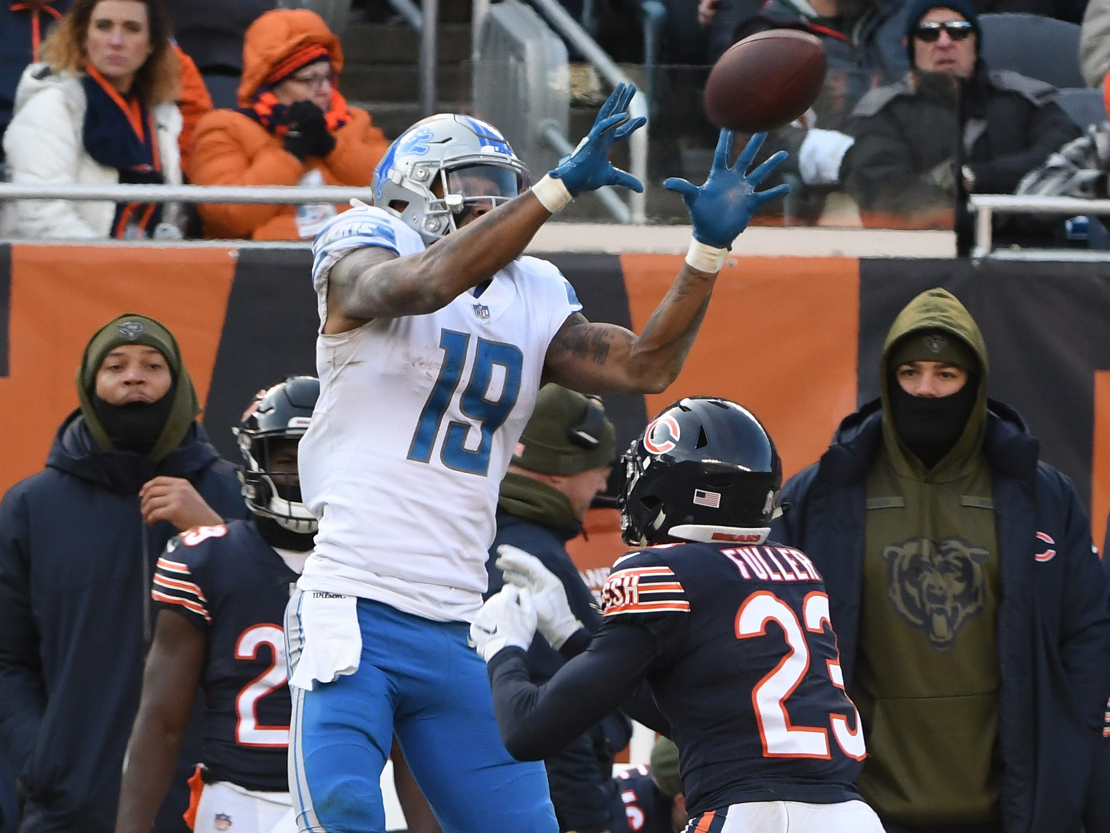 Lions' Kenny Golladay goes up for a reception over Bears' Kyle Fuller along the sidelines but it is ruled incomplete in the fourth quarter.