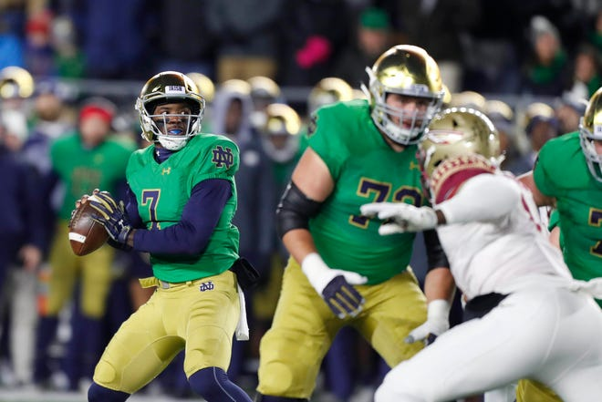 Fighting Irish quarterback Brandon Wimbush (7) throws a pass against the Florida State Seminoles during the first quarter at Notre Dame Stadium.