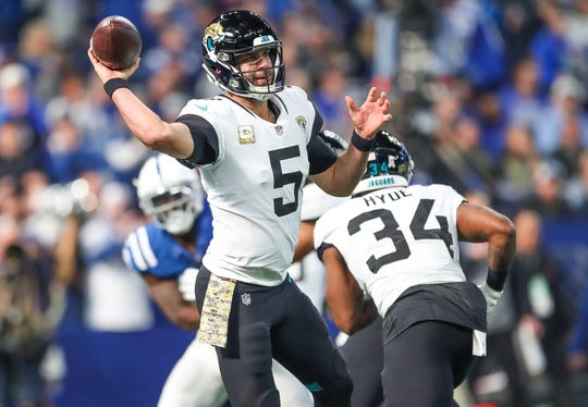 Jacksonville Jaguars quarterback Blake Bortles (5) delivers a short pass against the Indianapolis Colts at Lucas Oil Stadium on Sunday, Nov. 11, 2018.