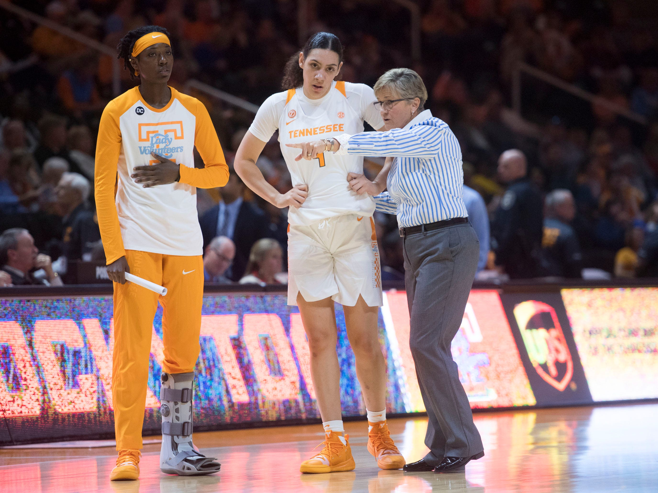 Tennessee head coach Holly Warlick talks with Mimi Collins (4) and Rennia Davis (0) during the game against Presbyterian on Sunday, November 11, 2018.