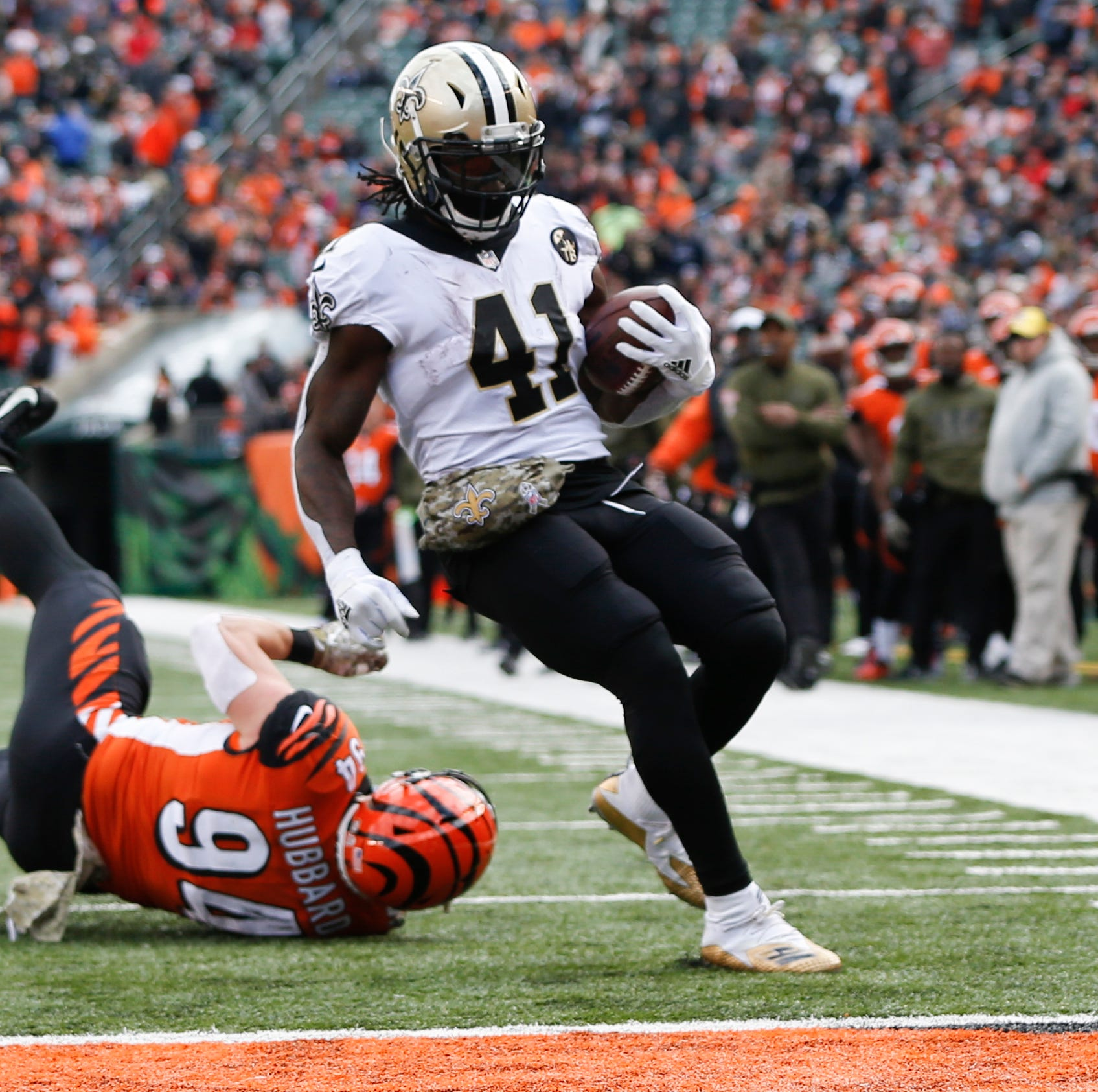 Brees passes Favre with 3 TDs, Saints  crush Bengals 51-14