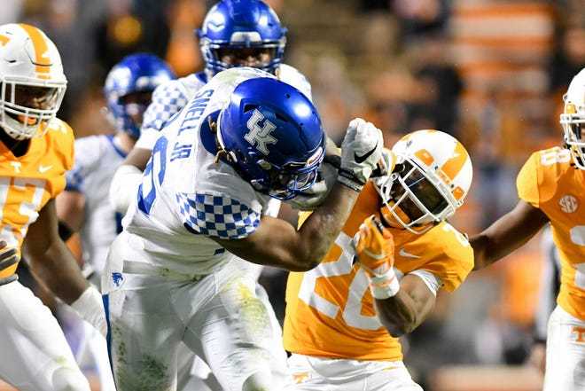 Tennessee held Kentucky star running back Bennie Snell to 81 yards on 20 carries as the Vols upset the No. 11 Wildcats 24-7 Saturday in Knoxville.