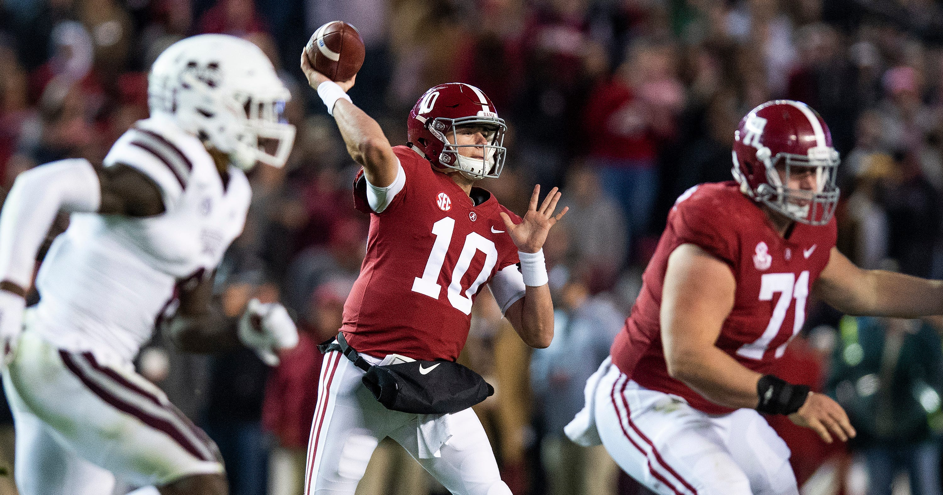 Alabama quarterback Mac Jones (10) passes against Mississippi State University in second half action at Bryant Denny Stadium in Tuscaloosa, Ala., on Saturday November 9, 2018.