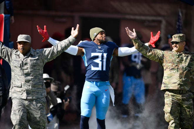 Titans free safety Kevin Byard (31) poses with two Air Force members before pregame ceremonies at Nissan Stadium Sunday, Nov. 11, 2018, in Nashville, Tenn.