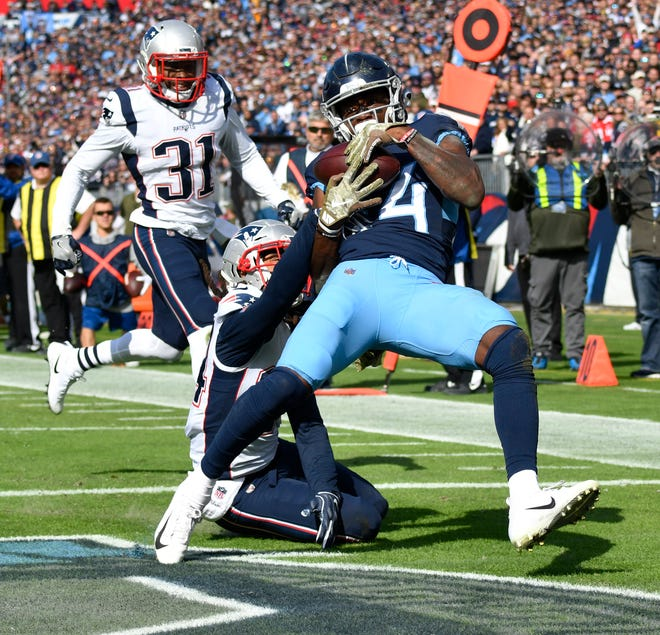 Titans wide receiver Corey Davis (84) hauls in a touchdown pass in the first quarter Sunday.