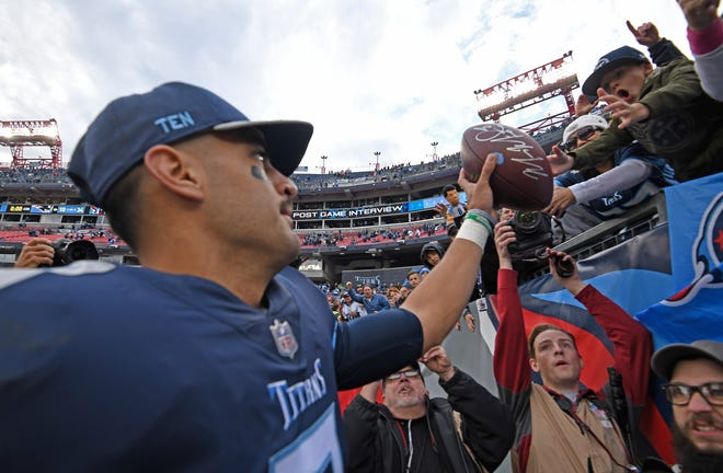 Titans quarterback Marcus Mariota (8) greets fans after the team's 34-10 win Sunday.