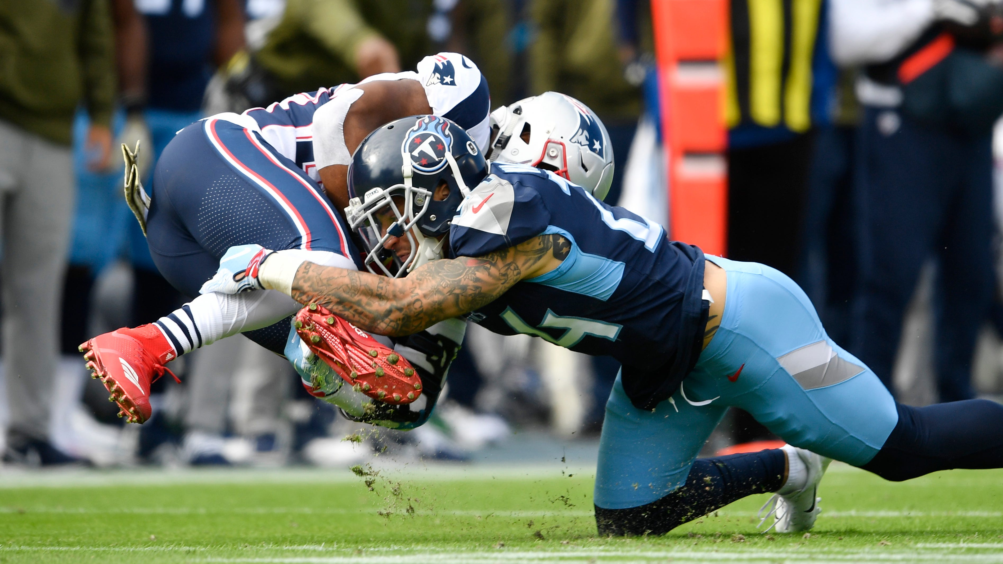 Titans strong safety Kenny Vaccaro (24) stops...