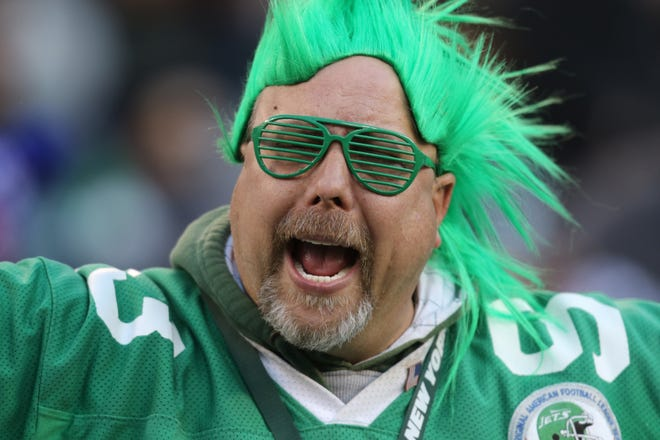 An angry Jets fan screams for the entire Jets coaching staff to be fired in the fourth quarter. Sunday, November 11, 2018