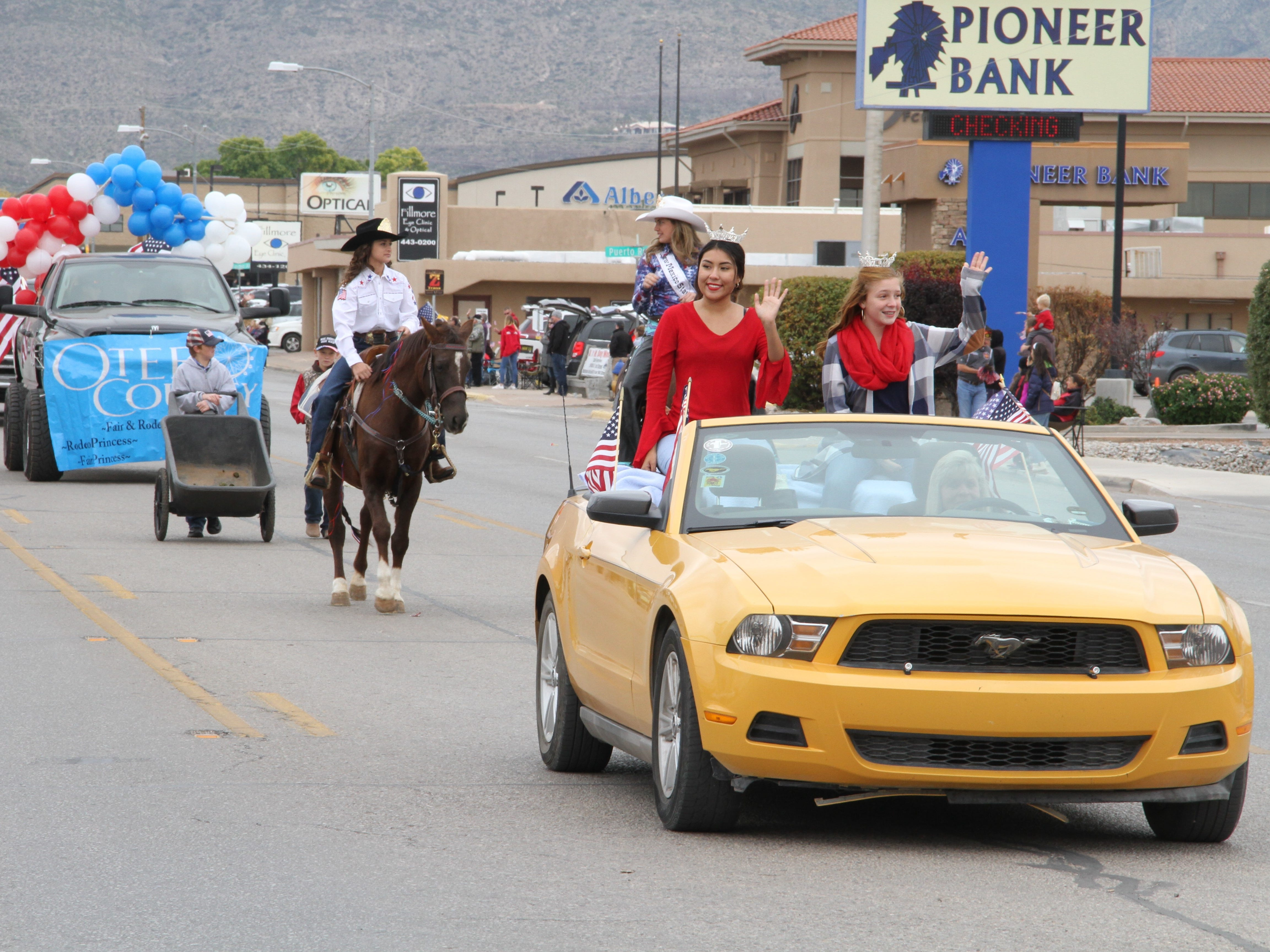 Alamogordo's Veterans Day Parade had 32 entries to salute the military men and women who served and continue to serve in the U.S. Armed Forces.