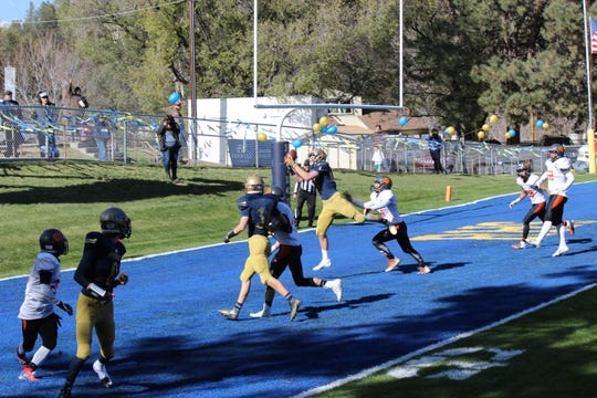 Ruidoso completes the pass for the touchdown.