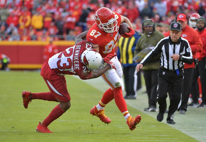 Nov 11, 2018; Kansas City, MO, USA; Kansas City Chiefs tight end Travis Kelce (87) runs the ball as Arizona Cardinals cornerback Bene' Benwikere (23) attempts the tackle during the second half at Arrowhead Stadium. The Chiefs won 26-14. Mandatory Credit: Denny Medley-USA TODAY Sports