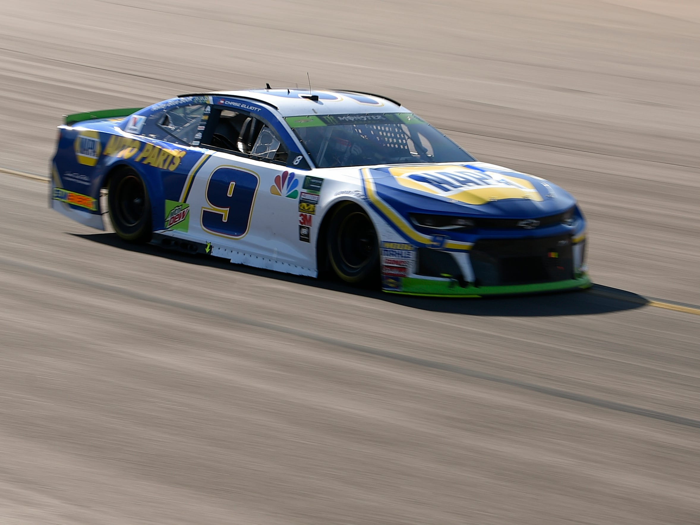Nov 11, 2018; Avondale, AZ, USA; Monster Energy NASCAR Cup Series driver Chase Elliott (9) during the Can-Am 500 at ISM Raceway. Mandatory Credit: Kelvin Kuo-USA TODAY Sports