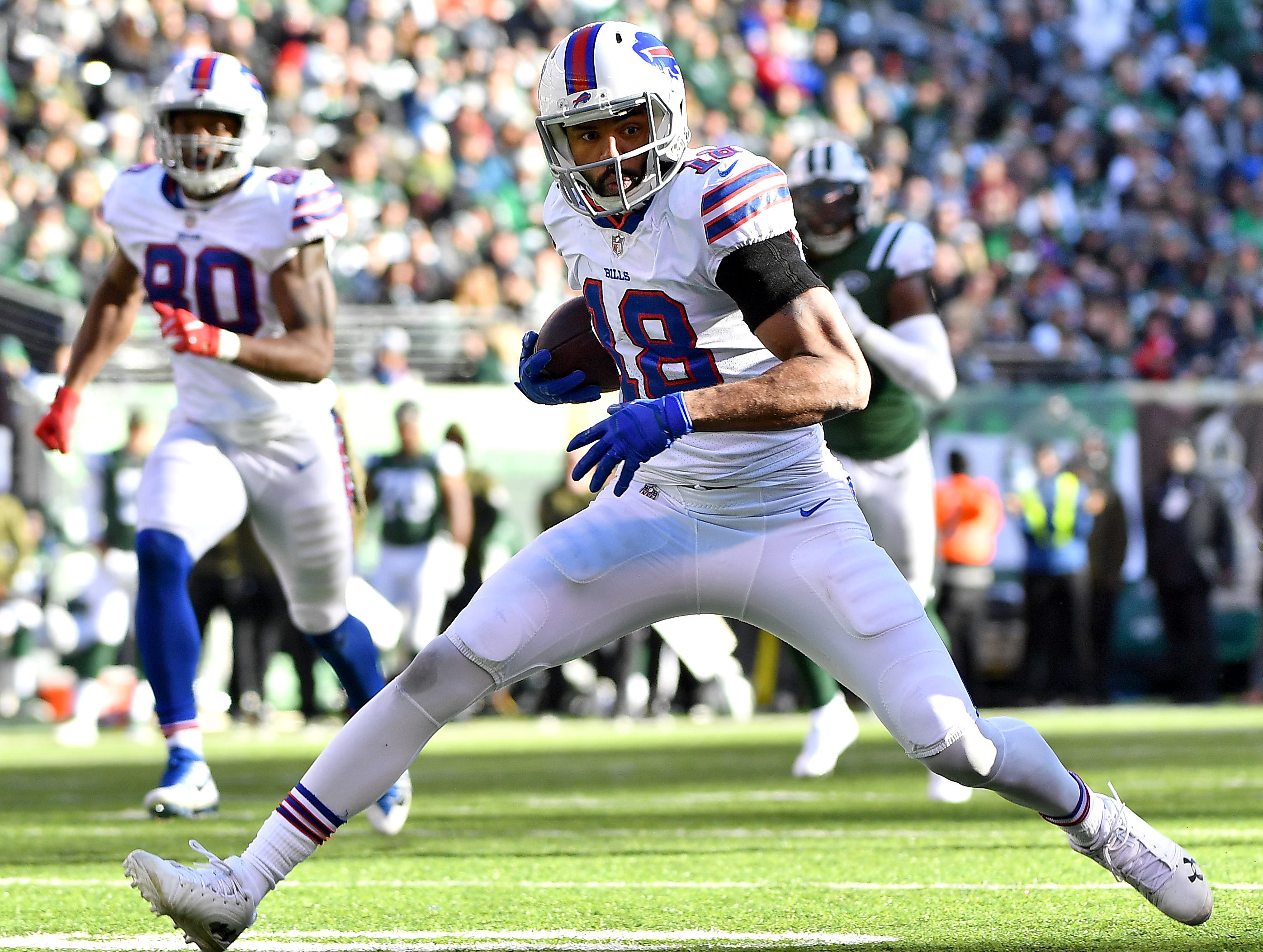 EAST RUTHERFORD, NEW JERSEY - NOVEMBER 11: Andre Holmes #18 of the Buffalo Bills runs the ball after a first down reception against the New York Jets during the second quarter at MetLife Stadium on November 11, 2018 in East Rutherford, New Jersey. (Photo by Mark Brown/Getty Images)