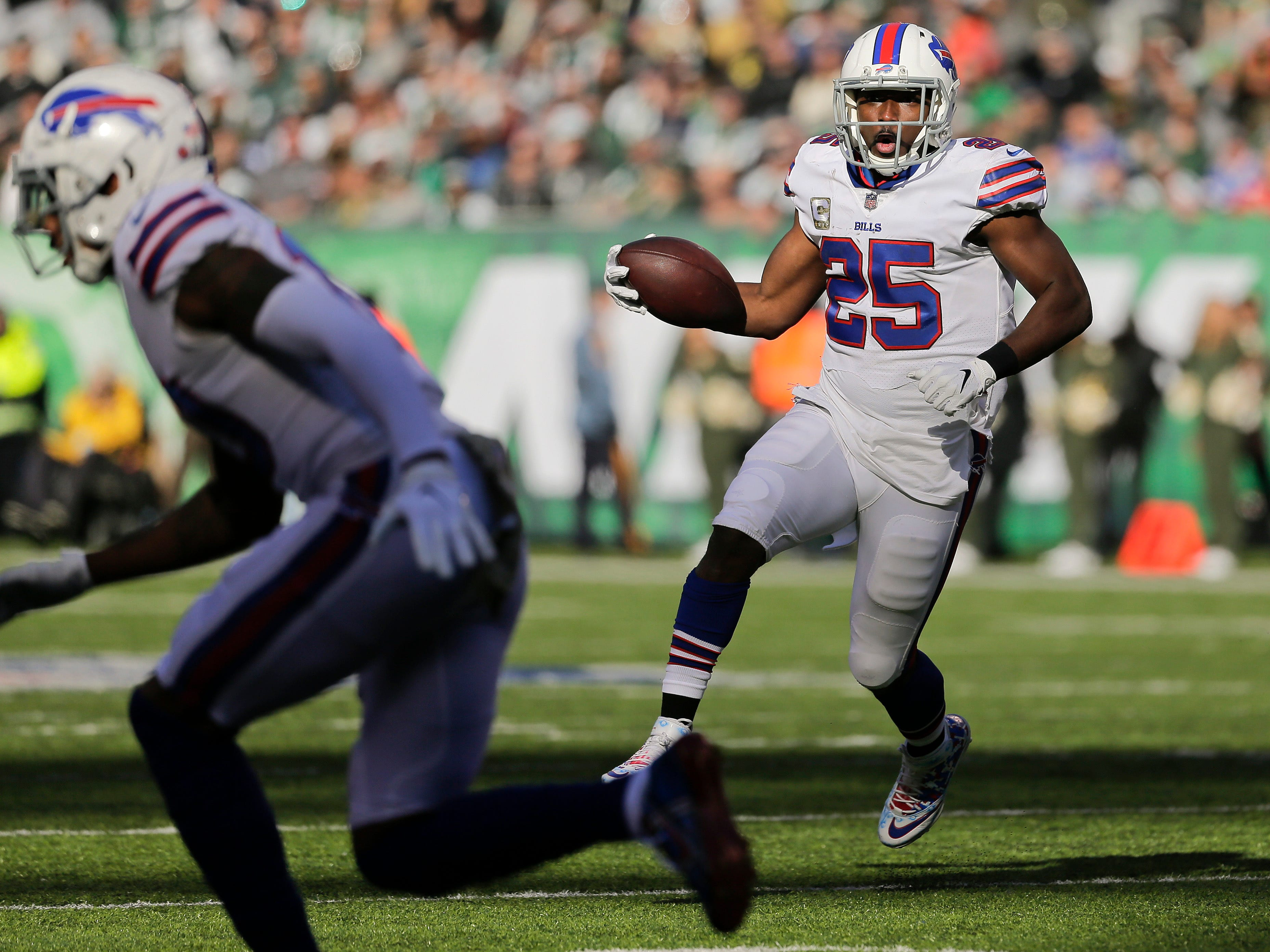 Buffalo Bills running back LeSean McCoy (25) runs the ball against the New York Jets during the second quarter of an NFL football game, Sunday, Nov. 11, 2018, in East Rutherford, N.J. (AP Photo/Seth Wenig)