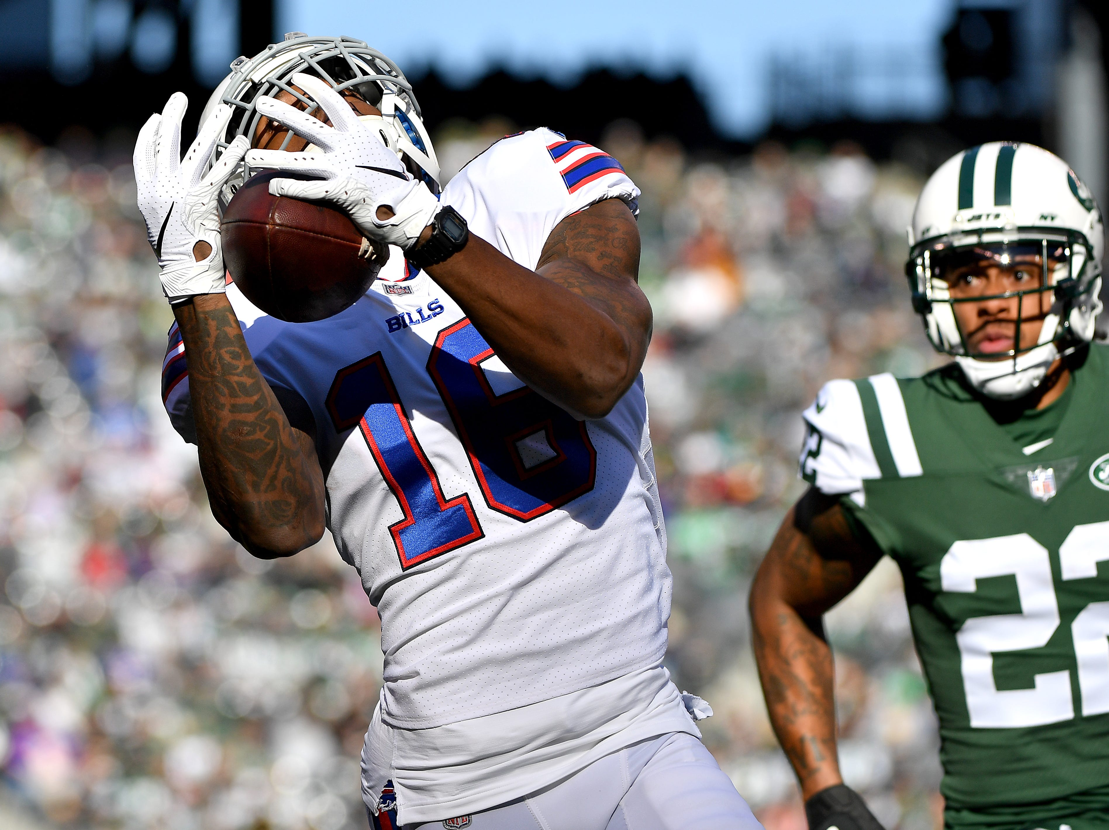 EAST RUTHERFORD, NEW JERSEY - NOVEMBER 11: Robert Foster #16 of the Buffalo Bills makes a first down reception during the first quarter against Trumaine Johnson #22 of the New York Jets at MetLife Stadium on November 11, 2018 in East Rutherford, New Jersey. (Photo by Mark Brown/Getty Images)