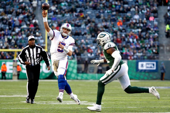 EAST RUTHERFORD, NEW JERSEY - NOVEMBER 11: Matt Barkley #5 of the Buffalo Bills attempts a pass against Brandon Copeland #51 of the New York Jets during the third quarter at MetLife Stadium on November 11, 2018 in East Rutherford, New Jersey. (Photo by Michael Owens/Getty Images)