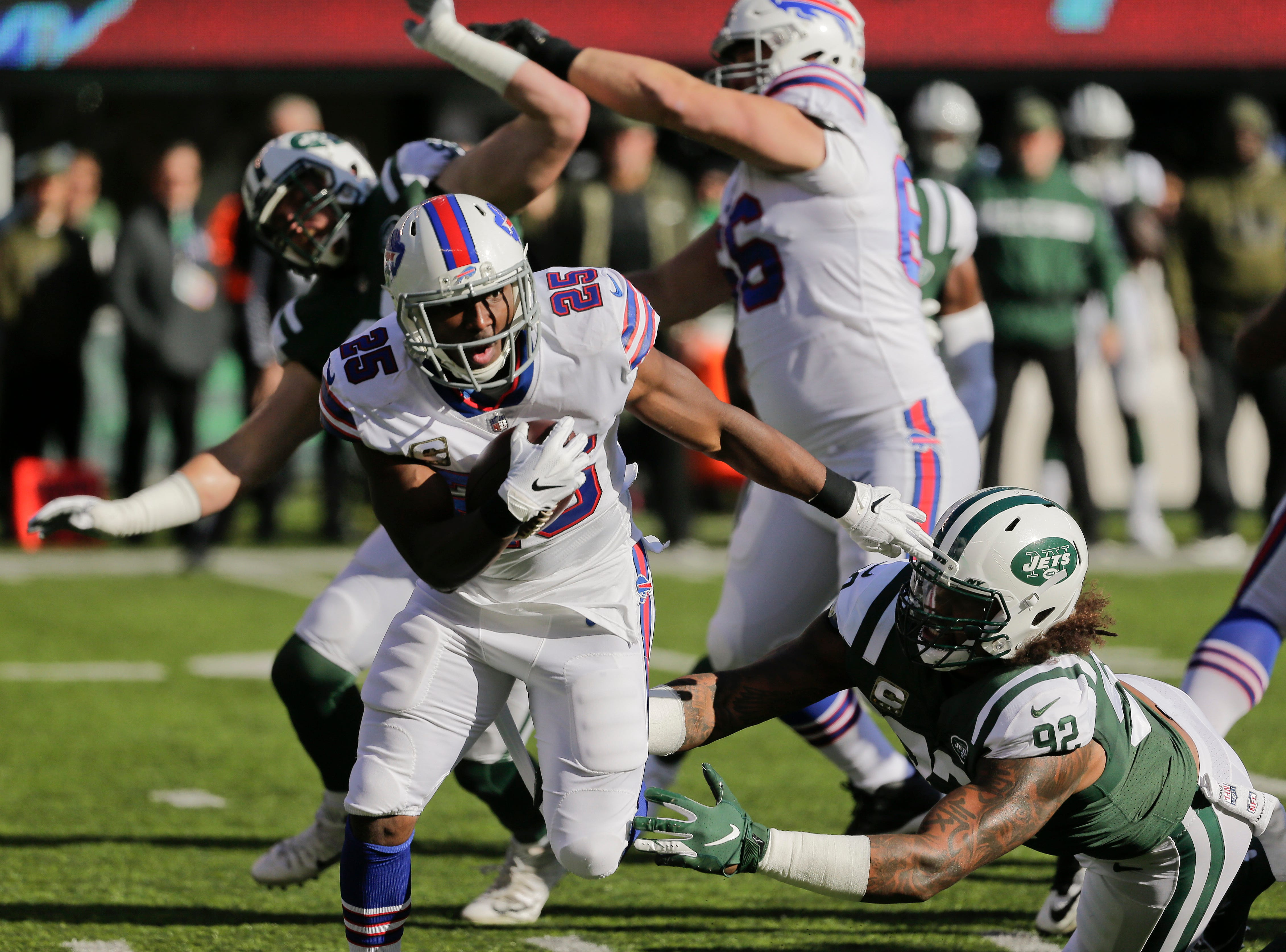 Buffalo Bills running back LeSean McCoy (25) runs the ball against the New York Jets during the first quarter of an NFL football game, Sunday, Nov. 11, 2018, in East Rutherford, N.J. (AP Photo/Seth Wenig)