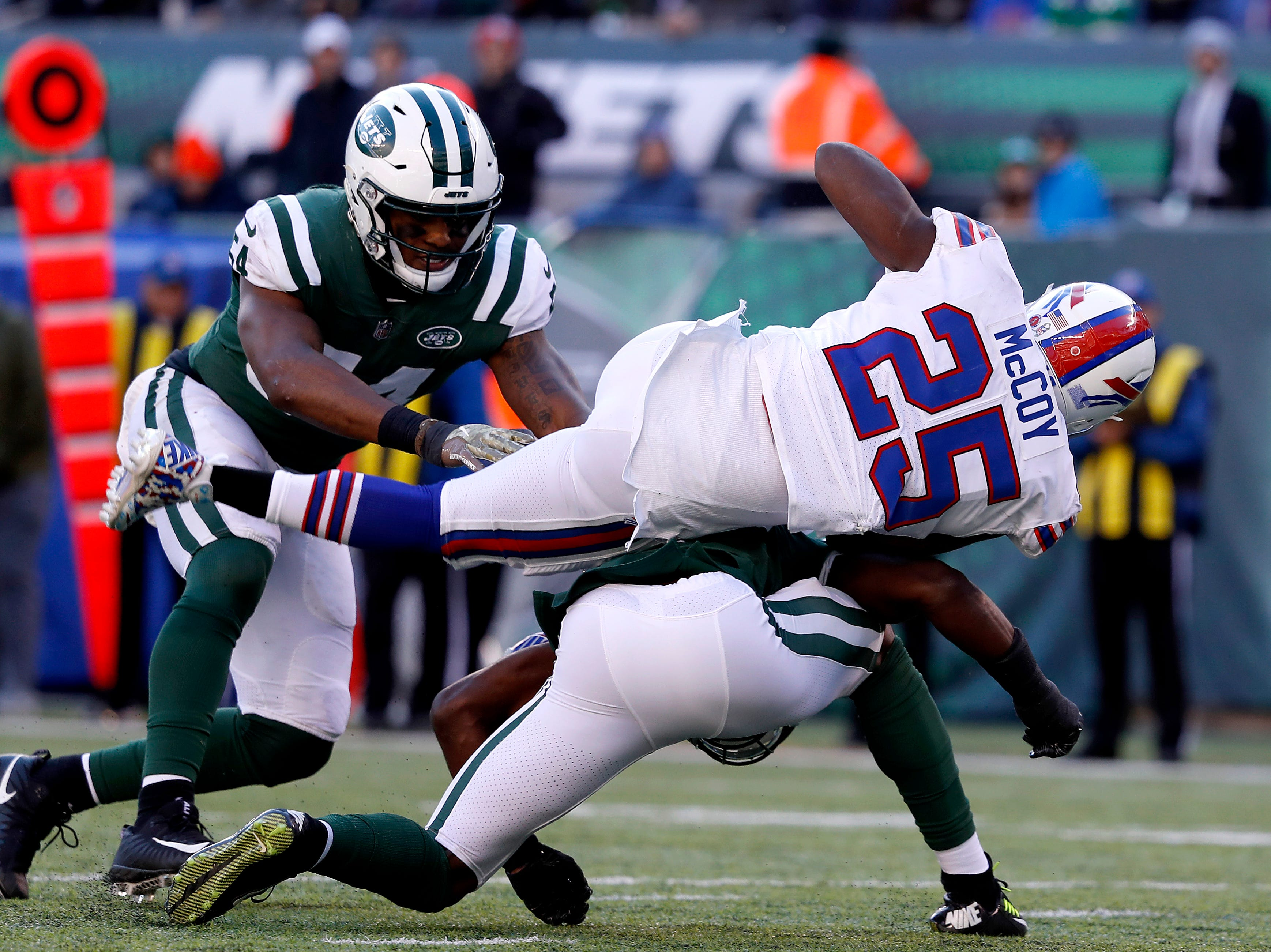 EAST RUTHERFORD, NEW JERSEY - NOVEMBER 11: LeSean McCoy #25 of the Buffalo Bills dives foward against the New York Jets during the second quarter at MetLife Stadium on November 11, 2018 in East Rutherford, New Jersey. (Photo by Michael Owens/Getty Images)