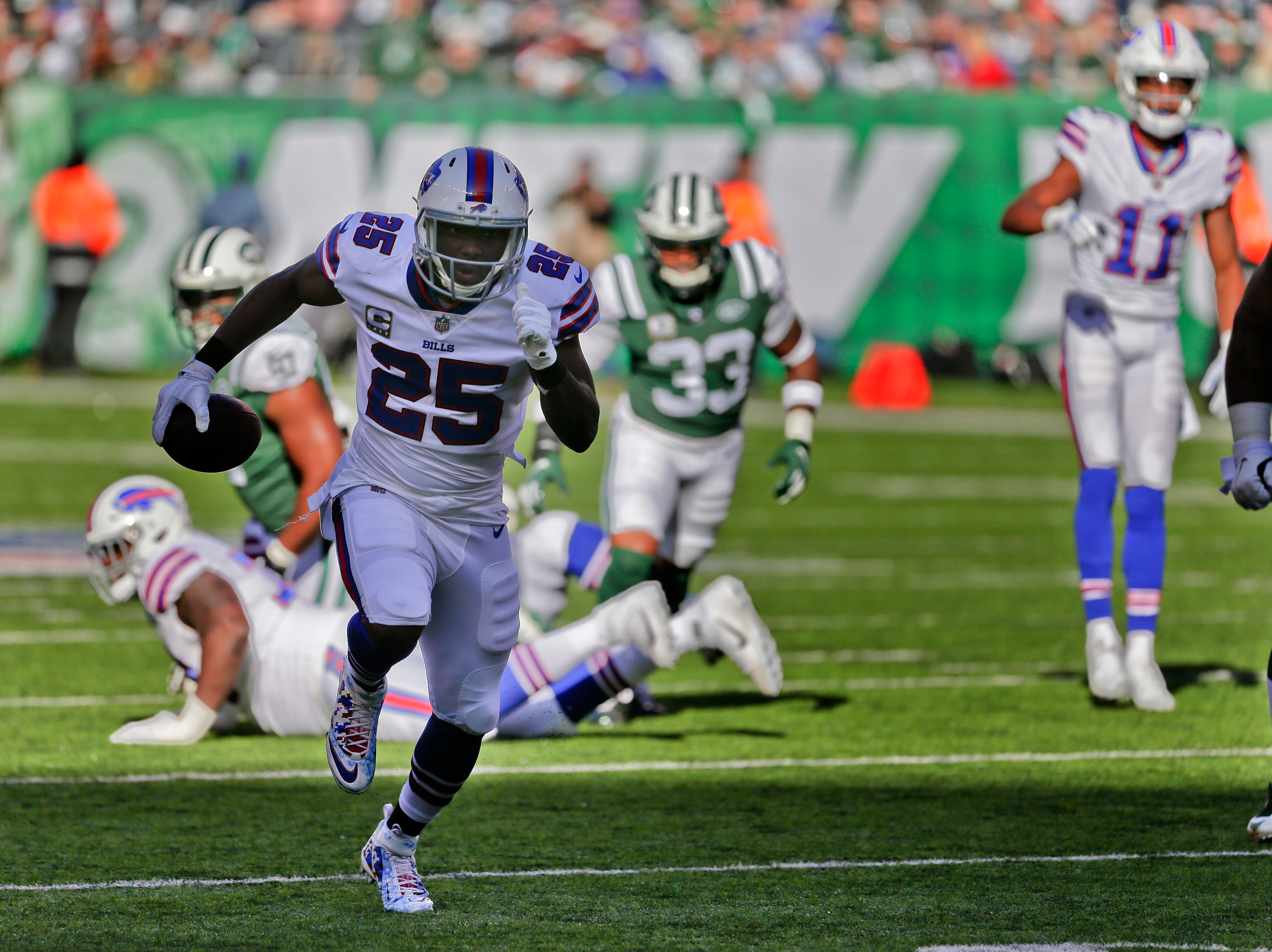 Buffalo Bills running back LeSean McCoy (25) makes a touchdown run against the New York Jets during the first quarter of an NFL football game, Sunday, Nov. 11, 2018, in East Rutherford, N.J. (AP Photo/Seth Wenig)