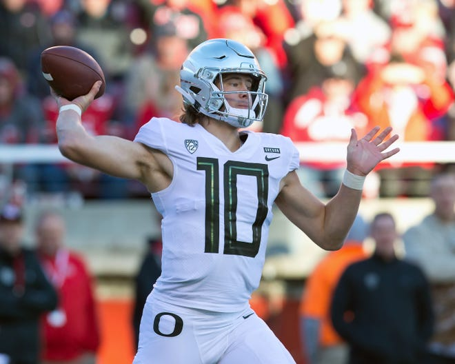 Nov 10, 2018; Salt Lake City, UT, USA; Oregon Ducks quarterback Justin Herbert (10) passes the ball during the first quarter against the Utah Utes at Rice-Eccles Stadium. Mandatory Credit: Russ Isabella-USA TODAY Sports