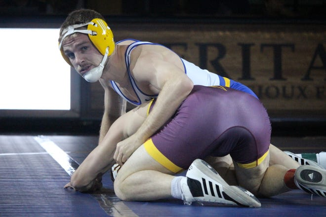 Seth Gross won his match at 133 pounds Sunday for SDSU
