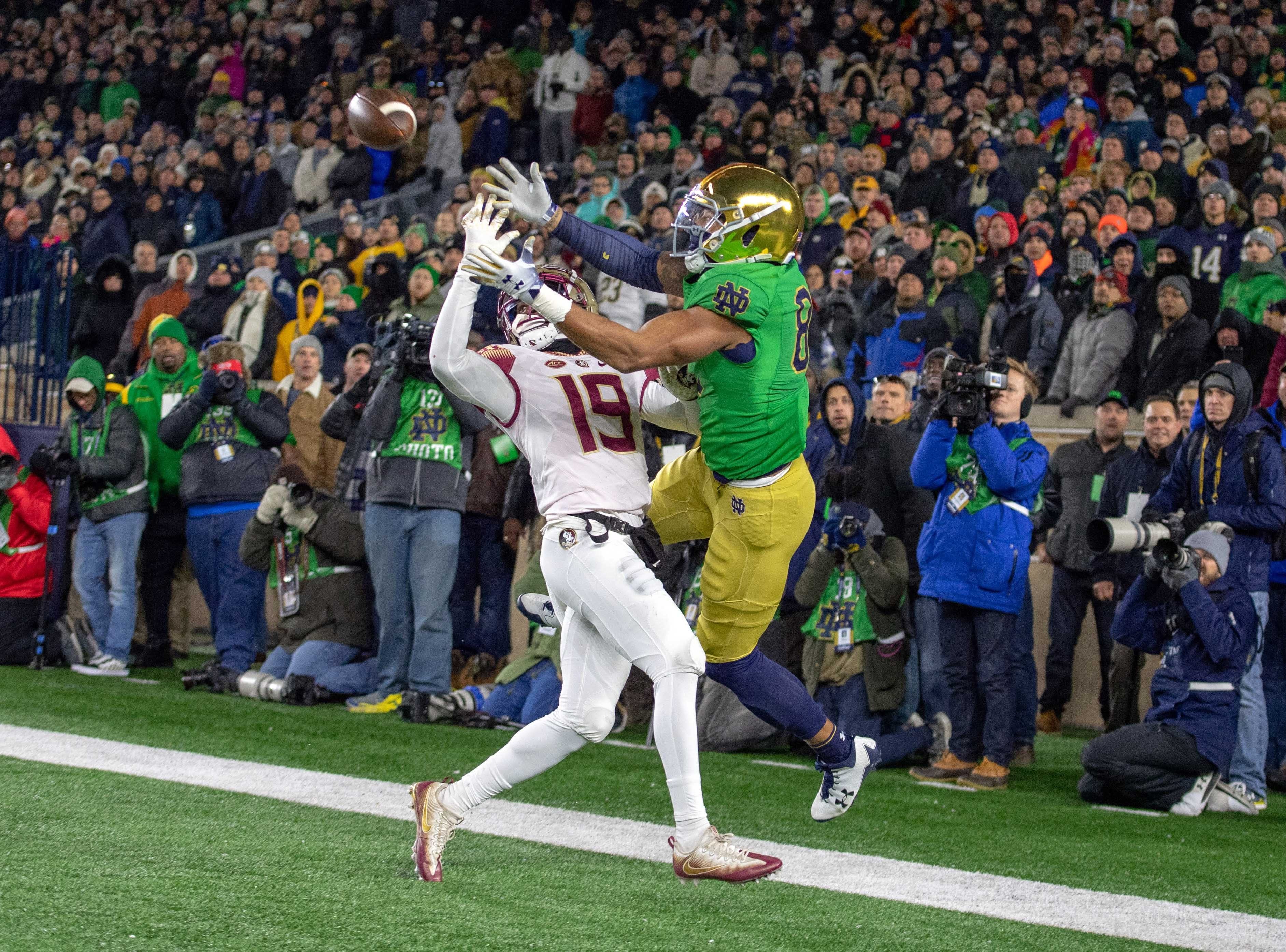 Nov 10, 2018; South Bend, IN, USA; Notre Dame Fighting Irish tight end Alize Mack (86) catches a pass for a touchdown as Florida State Seminoles defensive back A.J. Westbrook (19) defends in the first quarter at Notre Dame Stadium. Mandatory Credit: Matt Cashore-USA TODAY Sports