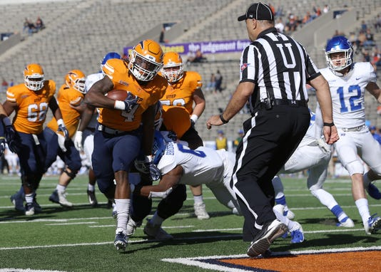 12 Utep Junior Running Back Quardraiz Wadley Steps Into The Endzone Past Middle Tennessees Reed Blankenship Saturday At The Sun Bowl Utep Lost To The Blue Raiders 48 32