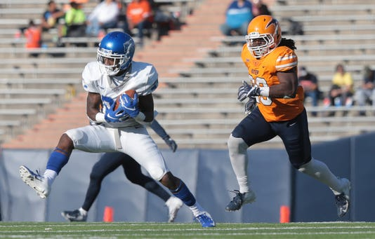 22 Utep Junior Running Back Quardraiz Wadley Steps Into The Endzone Past Middle Tennessees Reed Blankenship Saturday At The Sun Bowl Utep Lost To The Blue Raiders 48 32
