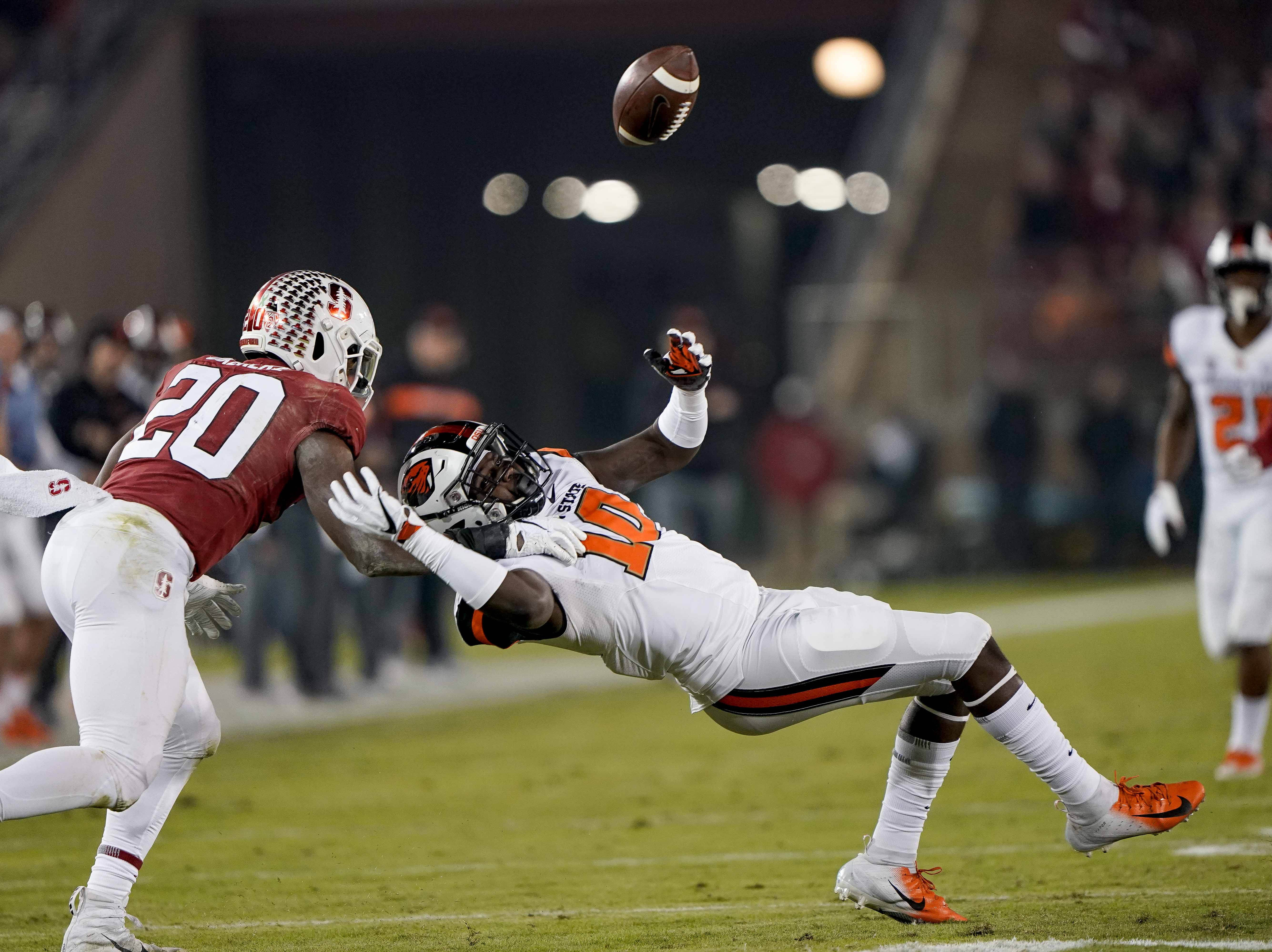 Stanford Cardinal linebacker Bobby Okereke (20) defends against Oregon State Beavers tight end Isaiah Smalls (10) during the second quarter at Stanford Stadium.