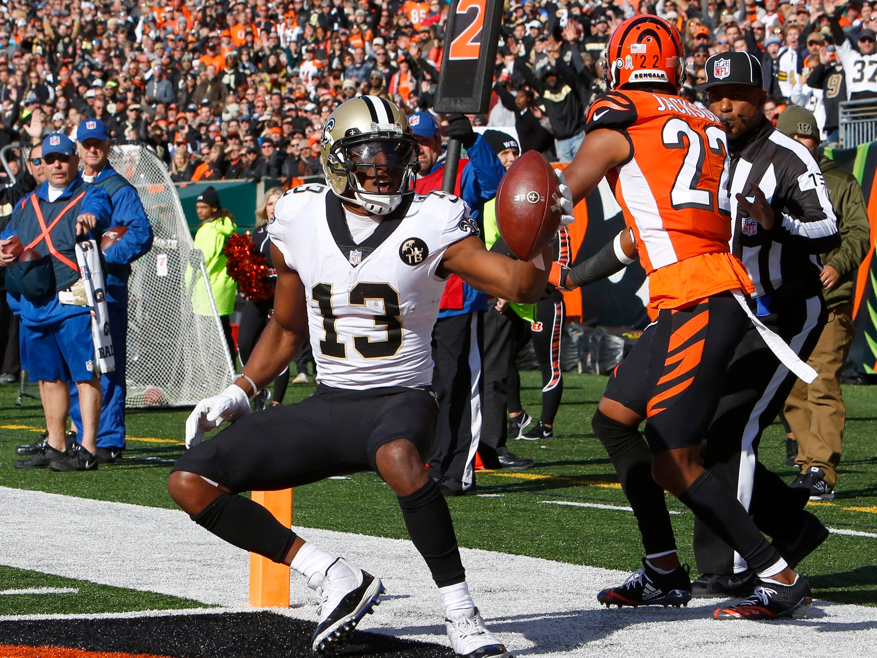 Saints wide receiver Michael Thomas scores a touchdown.
