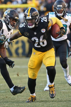 Pittsburgh Steelers running back Le'Veon Bell (26) carries the ball against the Jacksonville Jaguars in the AFC Divisional Playoff game at Heinz Field.