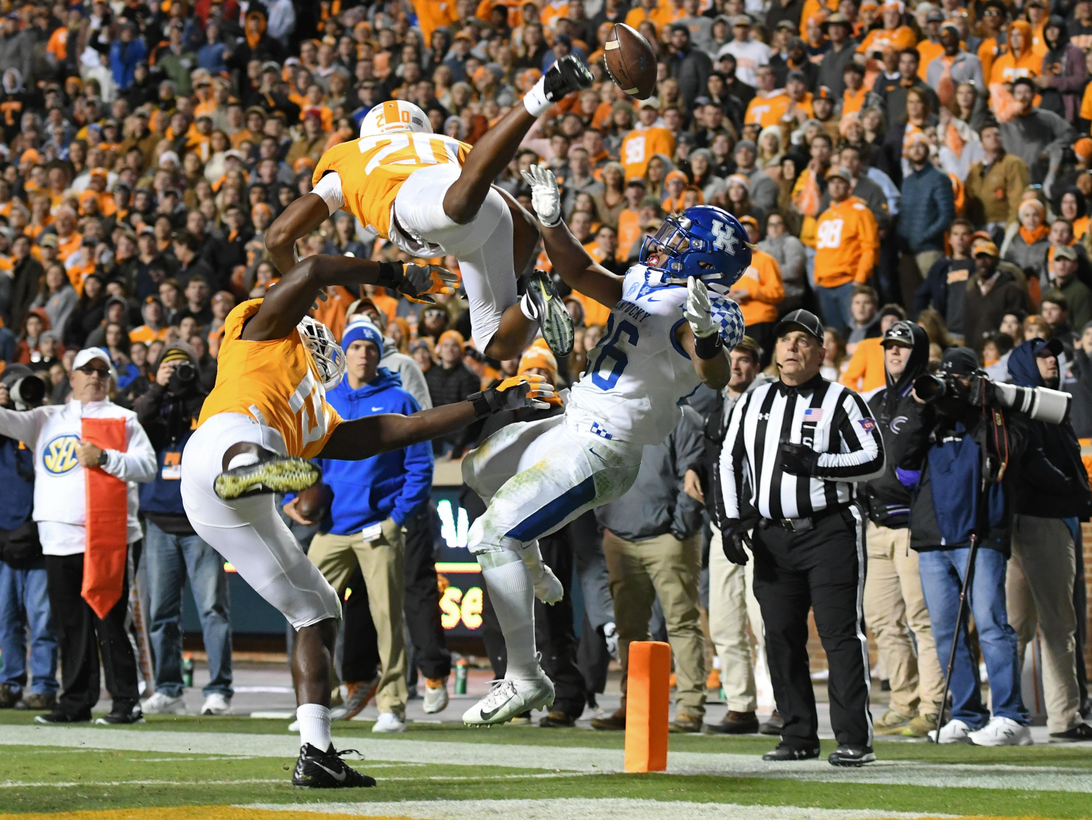 Tennessee Volunteers linebacker Darrell Taylor (19) and defensive back Bryce Thompson (20) break up a pass intended for Kentucky Wildcats running back Benny Snell Jr. (26) during the second half at Neyland Stadium.