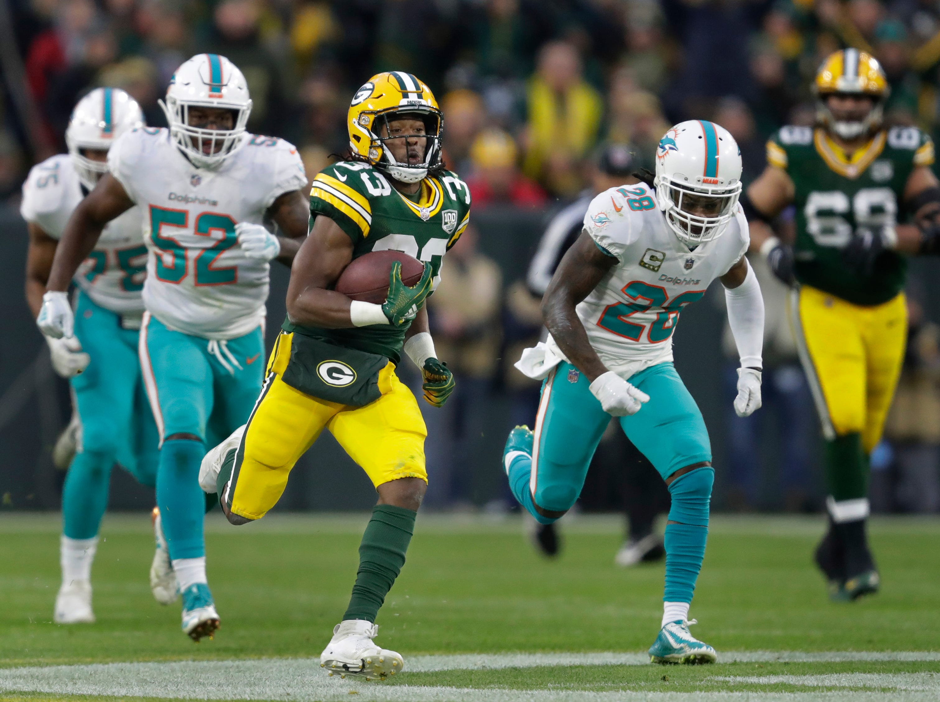 Green Bay Packers running back Aaron Jones (33) breaks away for a 67-yard run against Miami in the first quarter Sunday, November 11, 2018, Lambeau Field in Green Bay, Wis. 