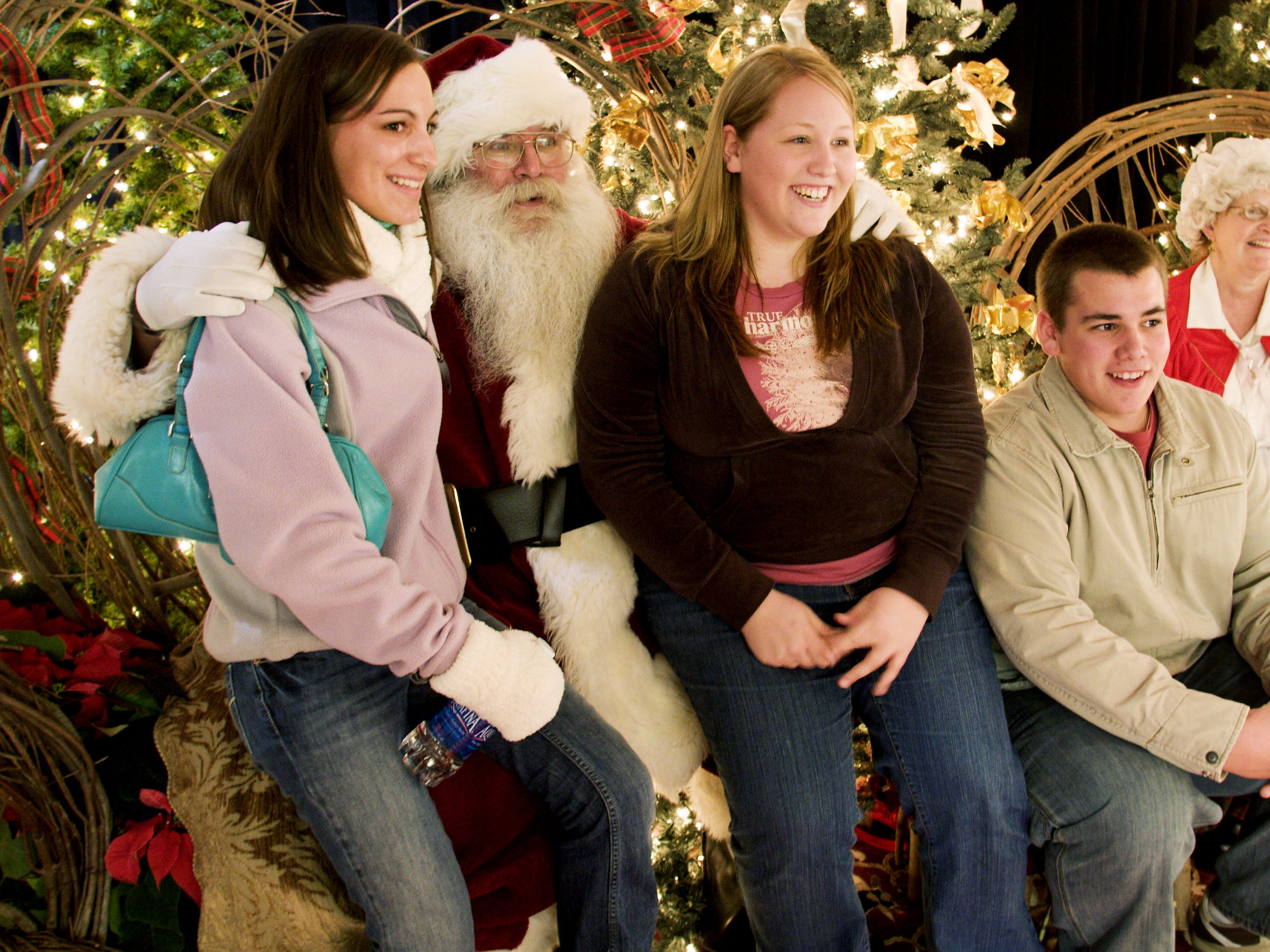 Santa and Mrs. Claus meet teenagers, from left, Olivia Dates, 15, Nikki Kuehner, 19, and Joe Kuehner, 16, all of Corning, at the Corning Museum of Glass in 2006.