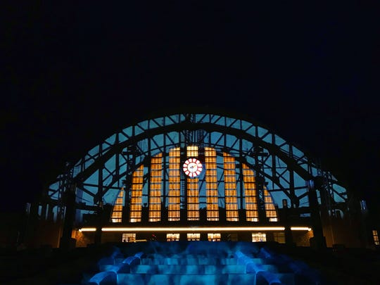 Another example of projection mapping on Union Terminal.