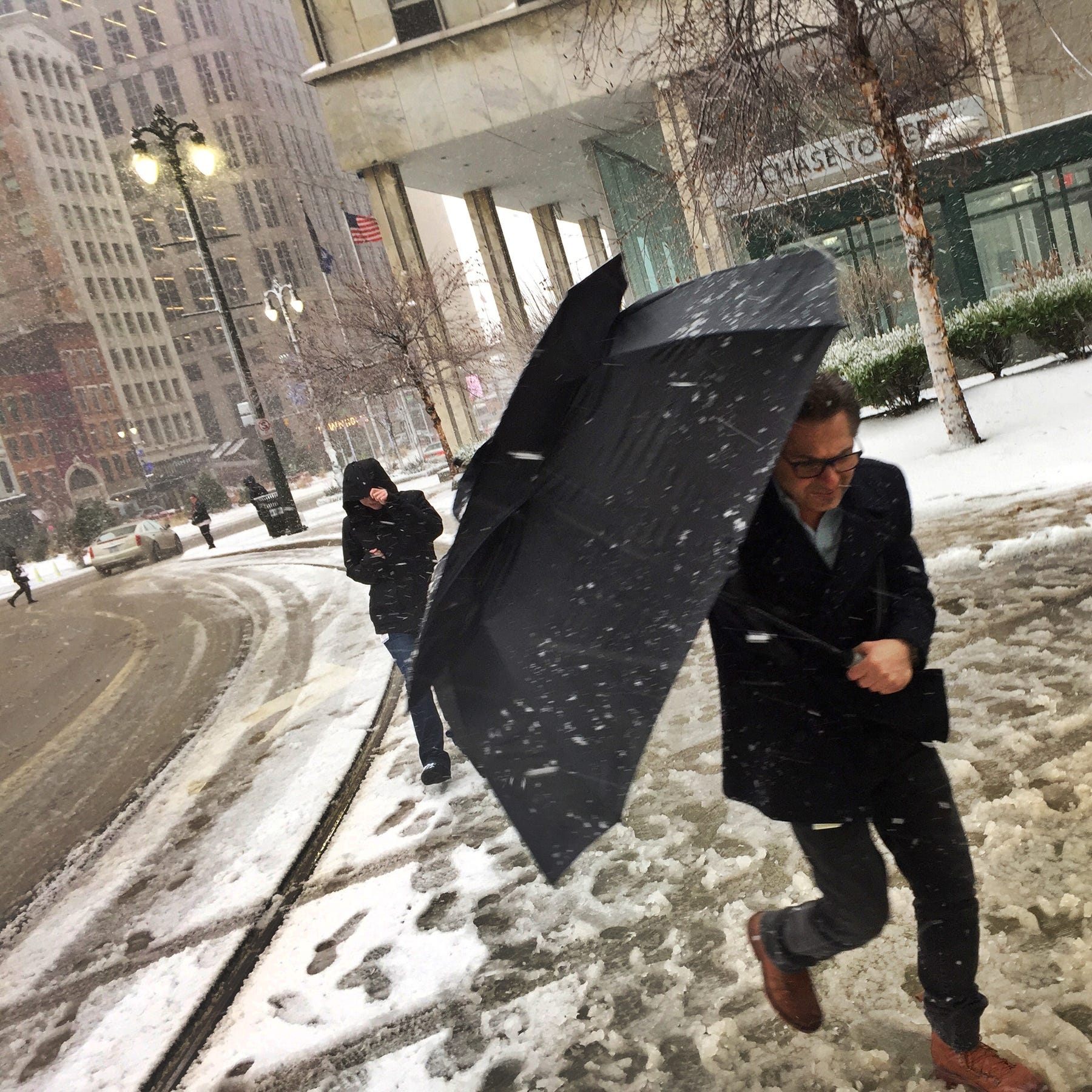 Up to 2 inches of snow to make for icy commute Tuesday morning