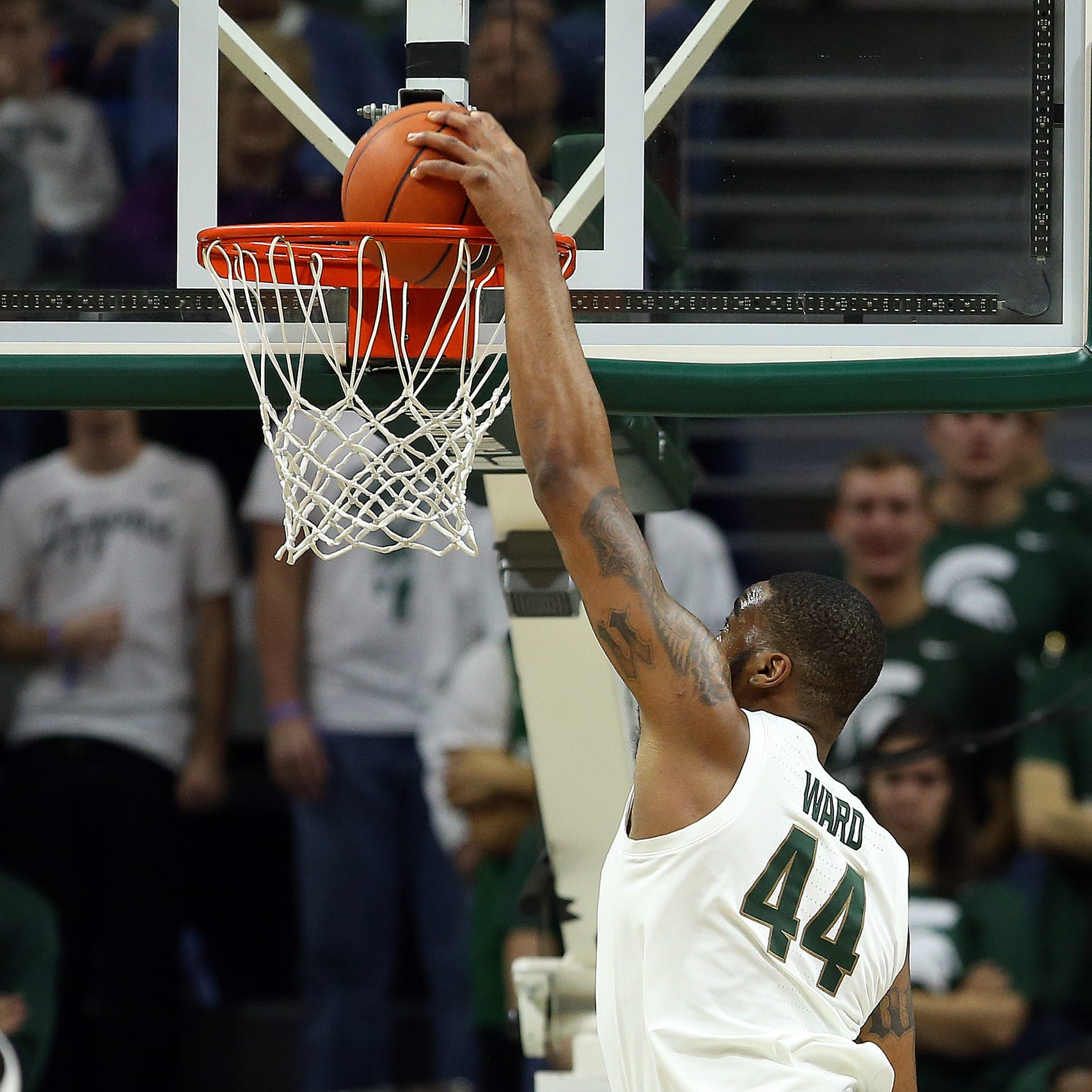 Michigan State's Nick Ward injures right leg in first half, won't return to game