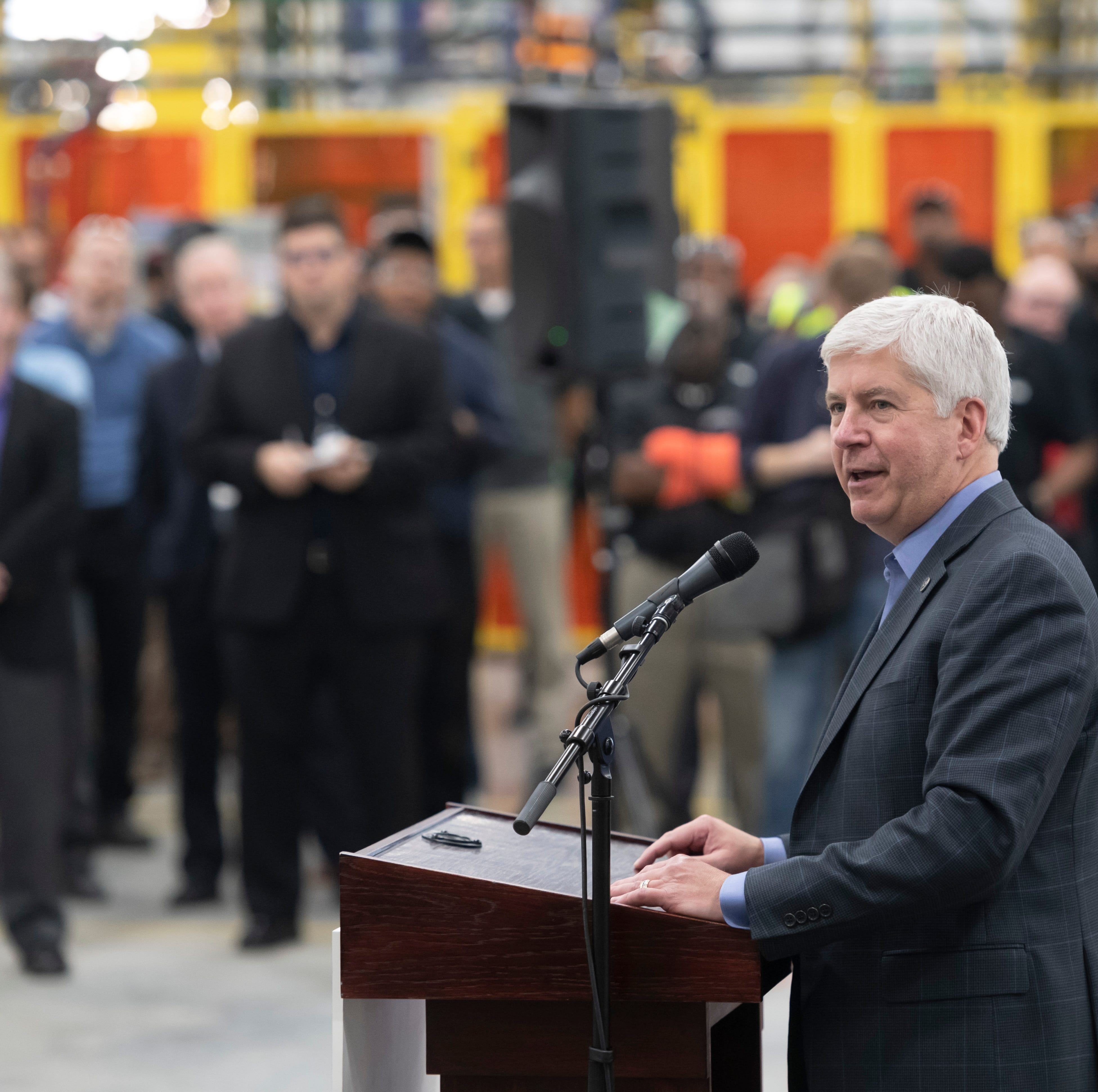 Snyder wants to put $183M online sales tax surge into roads