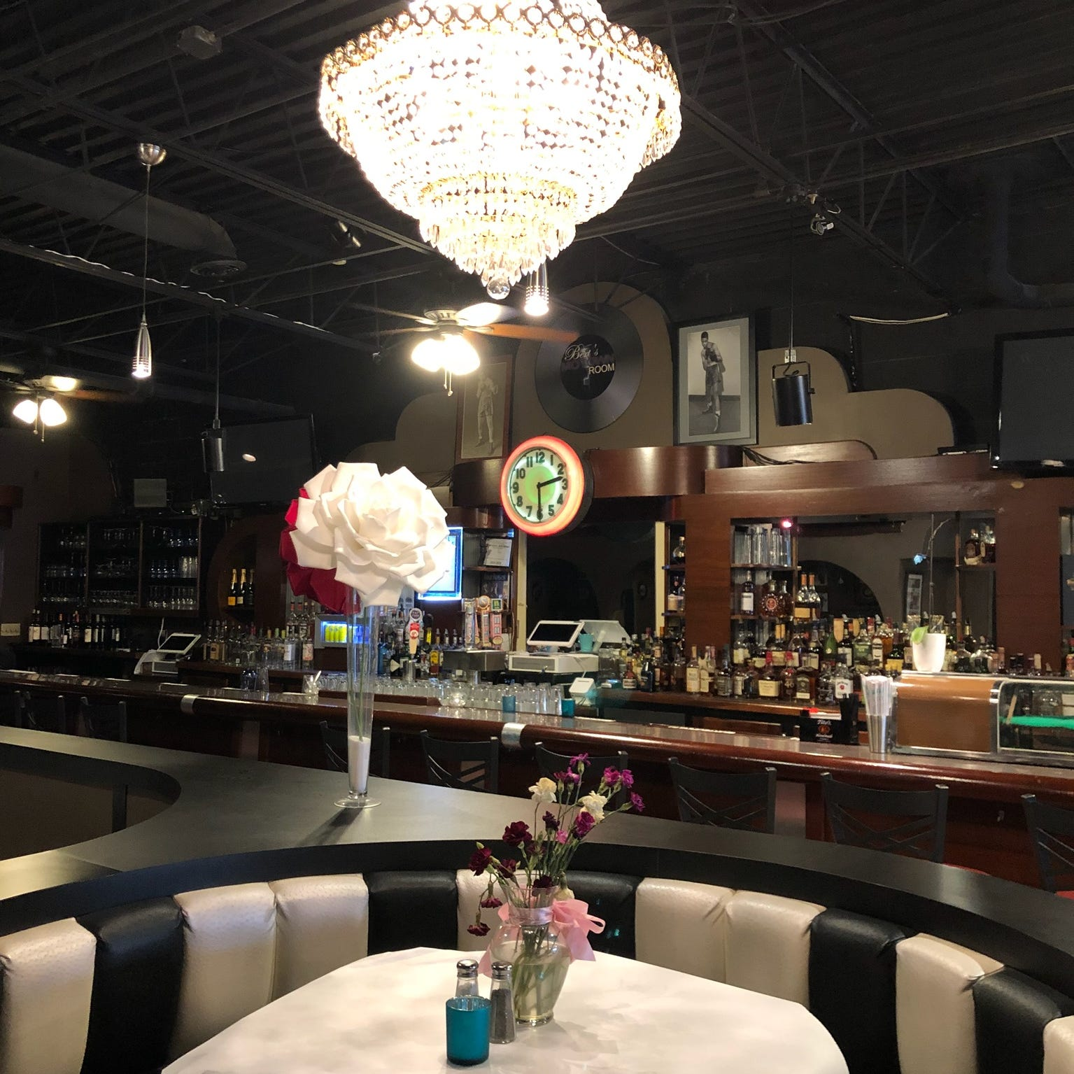 The Motown Bistro and Oyster Bar is a Motown-themed restaurant inside Bert's Marketplace in Eastern Market.