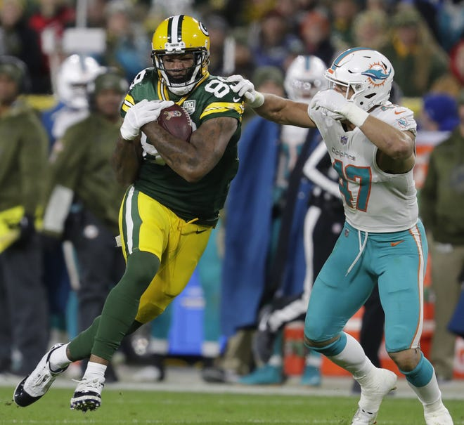 Green Bay Packers tight end Marcedes Lewis (89) pulls down a reception against Miami Dolphins outside linebacker Kiko Alonso (47) Sunday, November 11, 2018, Lambeau Field in Green Bay, Wis.